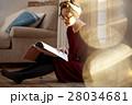 読書をする女性 28034681