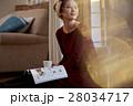 読書をする女性 28034717