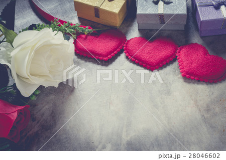 valentine's day background,red heart with red roseの写真素材 [28046602] - PIXTA