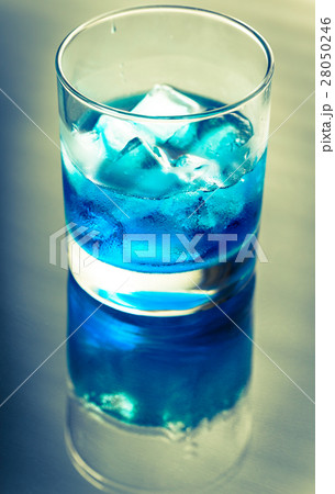 Glass of blue curacao cocktailの写真素材 [28050246] - PIXTA