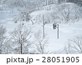 雪に埋もれた町 28051905