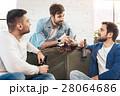 仲間 ビール 男性の写真 28064686