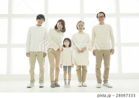 笑顔の3世代家族 28067333