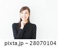 20代女性(黒ニット 秋冬) 28070104