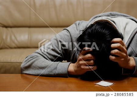 覚醒剤・コカインなど危険ドラッグや薬物依存になってしまった中毒患者イメージ写真素材 28085585