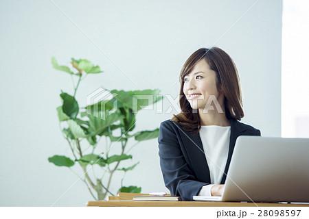 ビジネス 女性 28098597