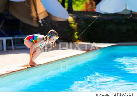 Little Girl Jumping Into Swimming Pool 28103913 Pixta