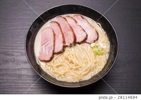 どんぶりのチャーシュー麺 28114694