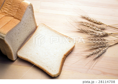 食パンと小麦 28114708