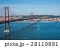 四月二十五日橋とLisbon 全景、Portugal Tejo river 28119891
