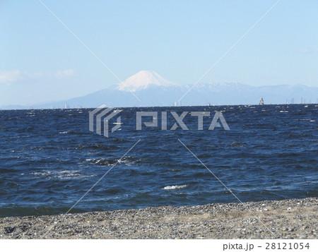 稲毛海岸の富士山と青い空 28121054