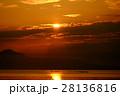 琵琶湖の朝焼け 28136816