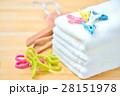 洗濯物、家事、ライフスタイルのイメージ。(ハンドタオル、洗濯ばさみ、ハンガー) 28151978
