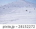 雪山で遊ぶ人々 28152272