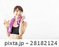 スポーツウェアの若い女性 28182124