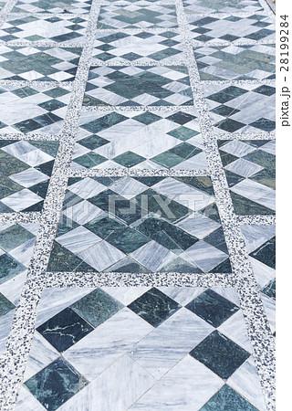 大理石幾何学模様の床 28199284