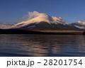 山中湖より紅い雲かかる富士山 28201754