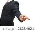 力強く指差しするスーツの男性 28234021