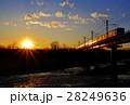 太陽 夕焼け 鉄道の写真 28249636