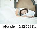 人物 女性 睡眠の写真 28292651