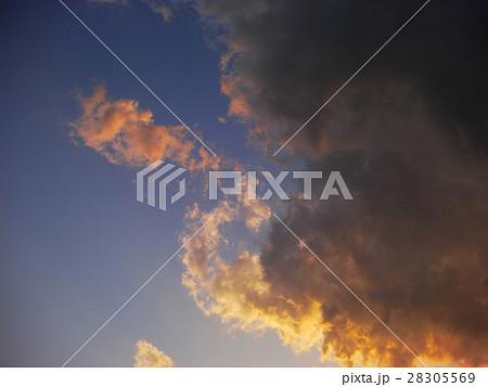 夕暮れの空と雲01 28305569