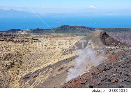 伊豆大島三原山より富士山を望む 28306056