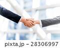 ビジネス 男女 握手の写真 28306997