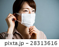 マスクをする若い20代女性 28313616