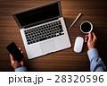 パソコン ノートパソコン コーヒーの写真 28320596