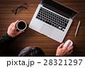 パソコン ノートパソコン コーヒーの写真 28321297