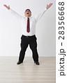スーツを着た男性 28356668
