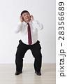 スーツを着た男性 28356689