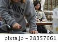 帆布製品を作る女性 28357661