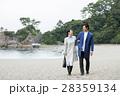 桂浜を観光するカップル 28359134
