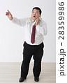 スーツを着た男性 28359986