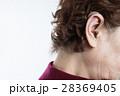 補聴器をするシニア女性 28369405