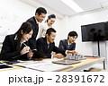 不動産 会議 プレゼン 打ち合わせ 都市開発 建築 建設 チーム ビジネス オフィス ビジネスマン 28391672