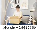 女性 荷物 通販の写真 28413689