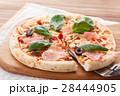 ピザ マルゲリータ イタリア料理の写真 28444905