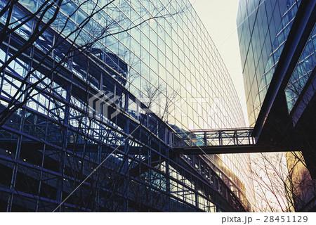 東京、ビルの通路 28451129