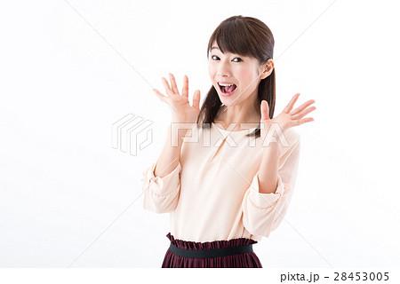 若い女性、オフィスカジュアル、嬉しい、驚き 28453005