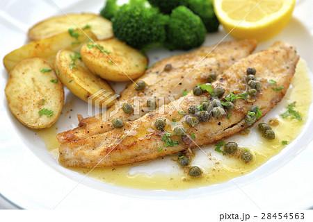 白身魚のソテー 焦がしバターのケッパーソース 28454563