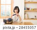 編み物をする女性 28455057