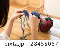 編み物をする女性 28455067