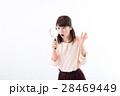 虫眼鏡 若い 女性の写真 28469449