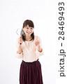 若い女性、虫眼鏡、笑顔 28469493