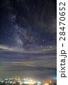 八ヶ岳連峰・編笠山から見る夏の天の川と甲府盆地の夜景 28470652