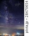 八ヶ岳連峰・編笠山から見る夏の天の川と甲府盆地の夜景 28470654