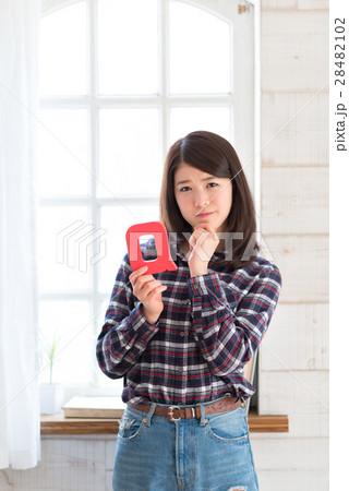 若い女性 ライフスタイル Q&A 28482102