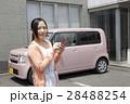 軽自動車と若い女性 28488254